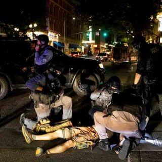 Usa, violenti scontri nelle strade di Portland: un morto