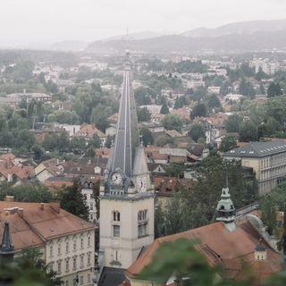 Social distancing and tilting towards love (Ljubljana, Slovenia, November 13th 2020)