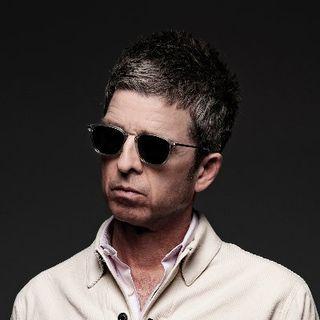 """Noel Gallagher, le sue recenti dichiarazioni sugli Oasis e i rapporti con fratello Liam. Parliamo poi della hit """"Cigarettes & Alcohol""""."""