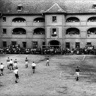 01x02: Terezín, pelota rota