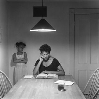 Carrie Mae Weems: La prima artista donna afroamericana a diventare icona