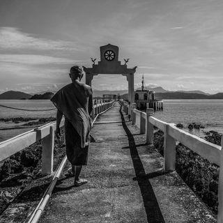 Thailandia | I monaci sul mare di Alida Vanni