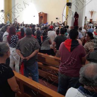 Turbas orteguistas agreden y roban a periodistas que cubrían misa de Ernesto Cardenal