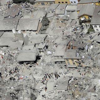 Tra commozione e dolore Amatrice ricorda le vittime del terremoto del 2016