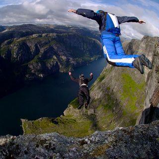 Base jumper scledense muore sulle Dolomiti dopo il lancio da 2 mila metri. Aveva 46 anni