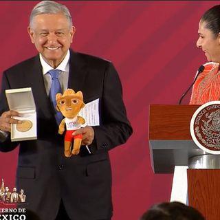 Recibe Presidente medalla por apoyo a atletas