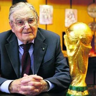 Coppa del Mondo - Mio padre pose il cuore oltre la siepe per disegnarla e realizzarla - La storia della Coppa del Mondo FIFA-