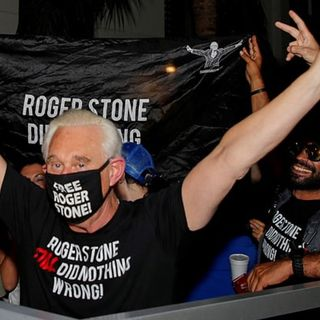 Episode 1054 - Roger Stone's a Free Man +