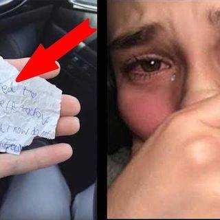 Offre la colazione a un senzatetto, lui le lascia un biglietto commovente per ringraziarla