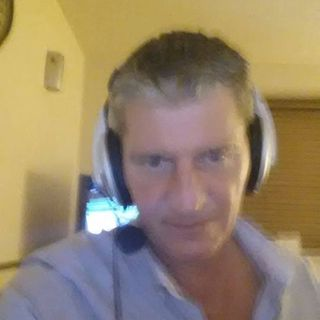 BORED NEED MUSIC POP IN  CHATROOM OPEN