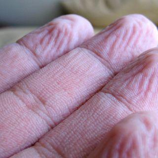 120 - Perché le dita fanno le uvette in acqua