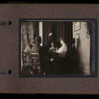 La medium Linda Gazzera nelle fotografie spiritiche dell'album Imoda