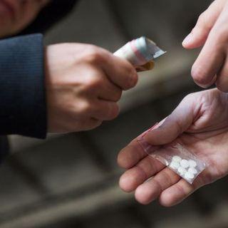 Il sacerdote arrestato è sieropositivo. Oltre al traffico di droga è accusato di tentate lesioni gravissime