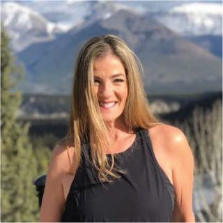 Health influencers, seasoned coach, public speaker, author, and podcast host Jana Short