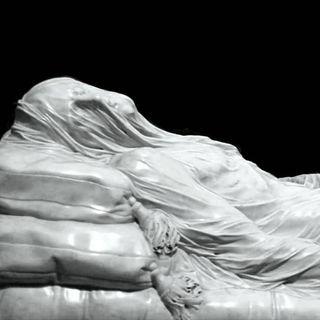 Abel Ferrara recita una poesia di Gabriele Tinti davanti al Cristo Velato