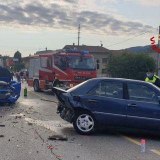 Schianto fra tre auto sulla strada provinciale: due persone rimangono ferite