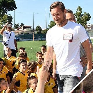 """""""Prendi a calci la disabilità"""", il progetto inclusivo della Totti Soccer School. Siamo andati a conoscerli"""
