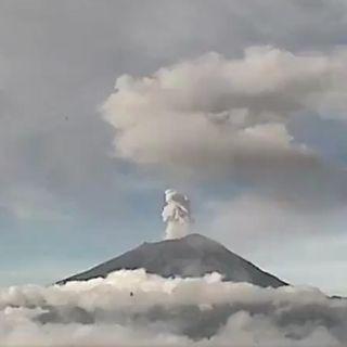 Volcán Popocatépetl lanza nueva fumarola