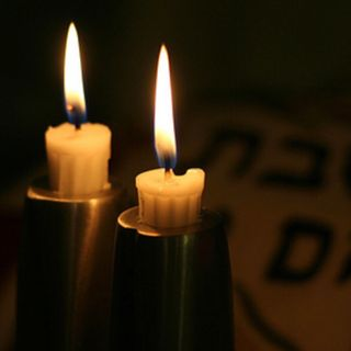 Lighting Candles on Yom Tov - a late practice? (class)