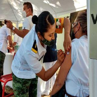 Aplican vacuna anticovid a personal médico de otras entidades en CDMX