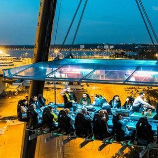Dinner in the sky, il ristorante sospeso a 50 Mt d'altezza, sbarca a Napoli