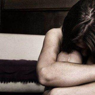 Aggredita e stuprata da un uomo dopo la serata insieme: notte da incubo per una 46enne
