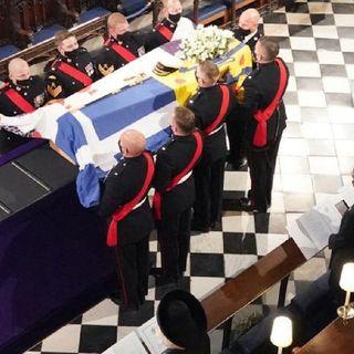 Arribó a la Capilla de San Jorge en el Castillo de Windsor, el féretro del príncipe Felipe