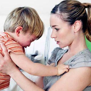 Frustración en los padres cuando sus hijos pequeños no obedecen