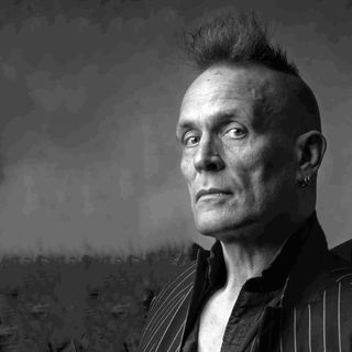 Author/musician/tv and radio host John Robb from the UK is my very special guest!