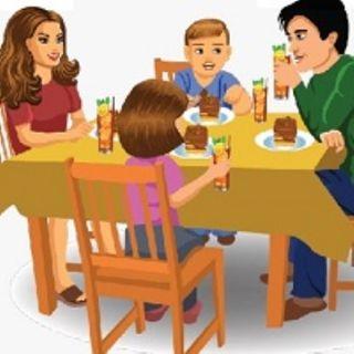 La famiglia riunita a tavola