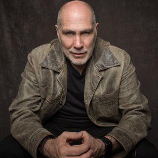 Recibe el escritor mexicano Guillermo Arriaga, premio Alfaguara de Novela 2020