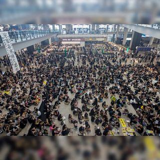 Continúan las manifestaciones en aeropuerto de Hong Kong