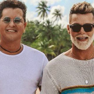 """Ricky Martin è tornato con il nuovo singolo """"Cancion Bonita"""", realizzato insieme a Carlos Vives. Vi parliamo poi della hit """"She Bangs""""..."""