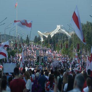 Más de 100 mil bielorrusos marchan contra presidente Lukashenko