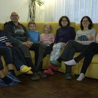 Aggiungi un pc a tavola, la Dad con 7 figli (di Stefan Wallisch)