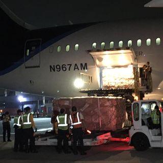 Llega avión con insumos médicos procedente de China