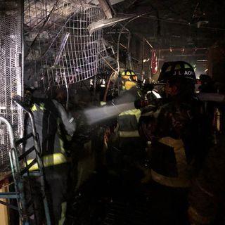 Incendio en mercado Morelos consume 12 locales