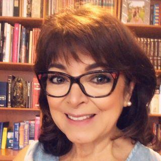 """La Dra. Rosa Argentina Rivas Lacayo con el tema: """"El sentido de vida""""."""