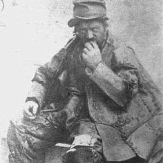 32 - The Leatherman - Smollop
