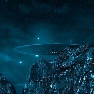 104.1. La invasión extraterrestre de Johor Bahru, reconstruyen el cerebro de un dinosaurio, Europa brilla en la oscuridad...