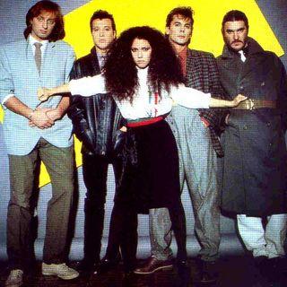 """Ricordiamo """"Stringimi"""" dei MATIA BAZAR, e parliamo di ANTONELLA RUGGIERO che ha cantato questa hit nel 1989, dopo la quale lasciò la band."""