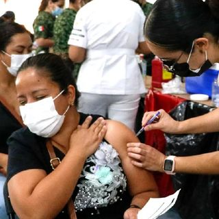 Querétaro inicia la vacunación en adultos de 50 a 59 años