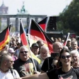 Manifestazioni in tutta Europa contro la dittatura sanitaria (giornali e tv assenti)