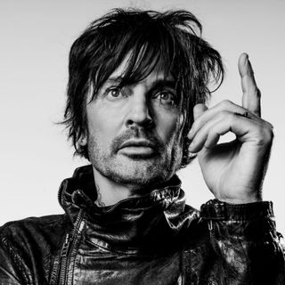 Tommy Lee Goes It Alone
