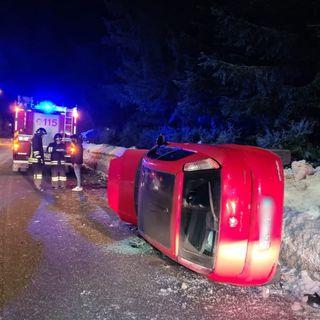 Tre giovani fuori strada in auto: ferito il guidatore