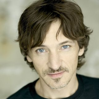 John Hawkes acts lively in Deadwood!