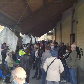 Caos-vaccini: centinaia di persone in attesa per ore. Sul posto i carabinieri. VIDEO
