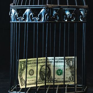 Cosa influenza il rapporto con il denaro