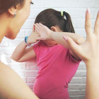 Mi hija es muy violenta con mis nietos y no sé qué debo hacer