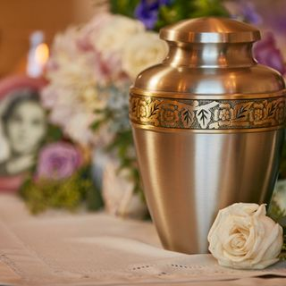 Don't Over-Pay For a Cremation Urn